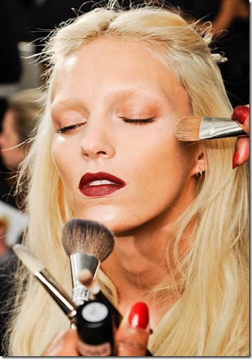 gucci-fall-2012-backstage-beauty