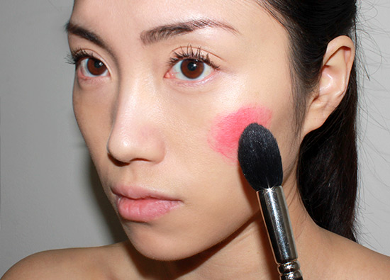 blending-cream-blush-on-the-cheeks