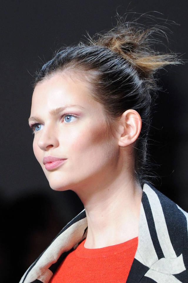 hbz-fw2014-hair-trends-ballerina-bun-01-Von-Furstenberg-clp-RF14-BMThtf-4597-sm