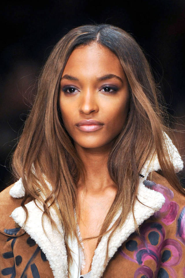 hbz-fw2014-hair-trends-casual-waves-01-Burberry-clp-RF14-4491-sm