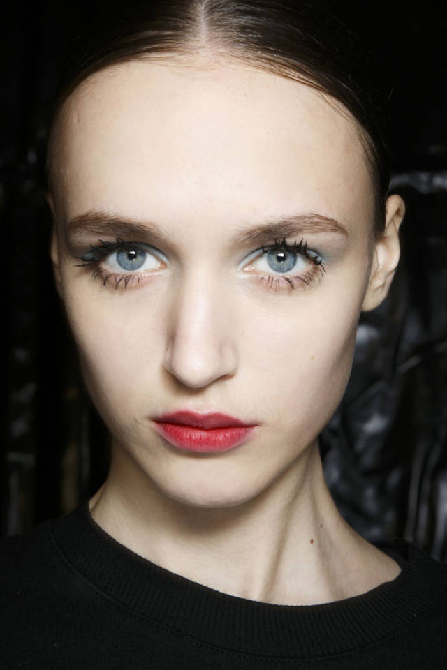 hbz-makeup-trends-fw2014-mega-lashes-03-Prada-bks-A-RF14-6394-sm