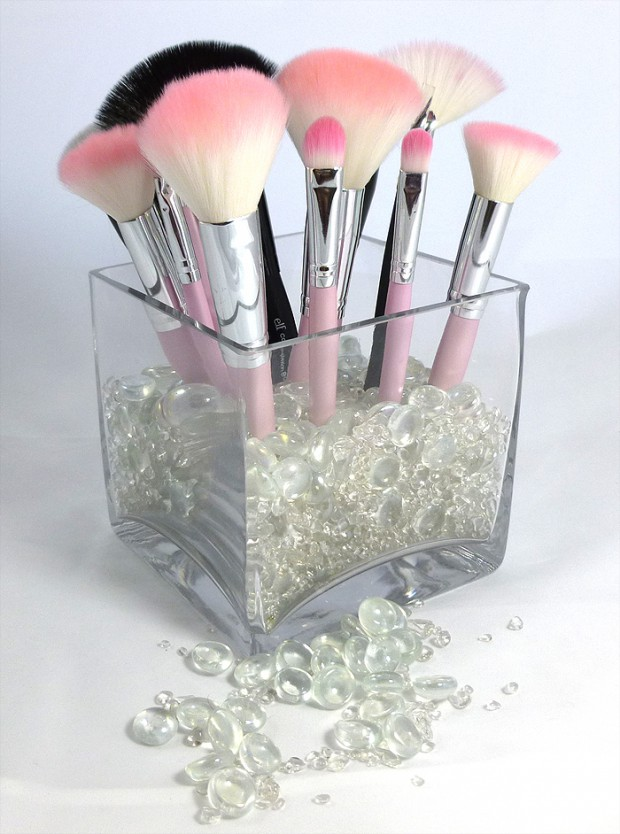 Organized-Makeup-Brush-Display